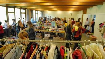 Mit dem Besuch von Kinderkleiderbörsen können Erwachsene Kindern vorleben, dass Kleider nicht immer fabrikneu sein müssen. Walter Schwager