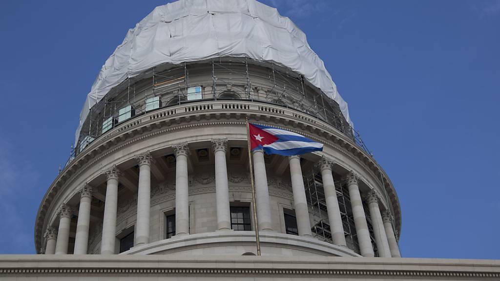 ARCHIV - Das Kapitol in Havanna. Kurz vor dem Ende von Präsident Trumps Amtszeit hat seine Regierung Kuba wieder auf die US-Terrorliste gesetzt. Foto: Ismael Francisco/AP/dpa/Archiv