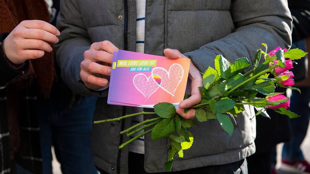 Nach jahrelanger Debatte: Parlament macht Weg frei für «Ehe für alle»