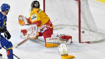 Diverse starke Paraden von Goalie Jonas Hiller halfen Biel in Davos nicht entscheidend