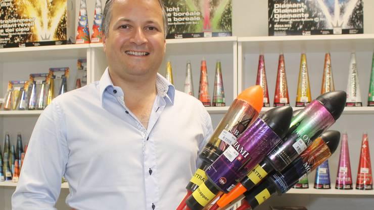 Franklin Herz, Mitinhaber der Walterswiler Weco Suisse AG, beschäftigt sich das ganze Jahr über mit Feuerwerk.