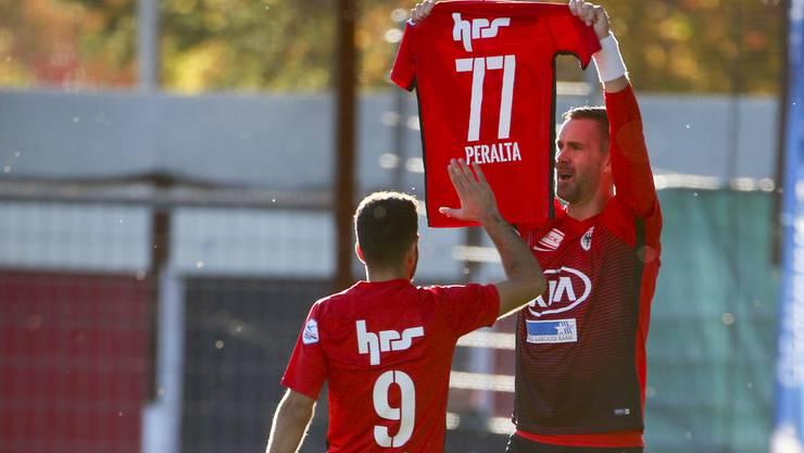 Doppeltorschütze Stefan Maierhofer (r.) denkt an seinen verletzten Teamkollegen Miguel Peralta.
