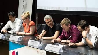Am ersten Polittalk diskutierten unter der Leitung von Sandro Brotz (Mitte) die Nationalräte Matthias Aebischer, Aline Trede, Lukas Reimann und Christian Wasserfallen (v.l.n.r.)