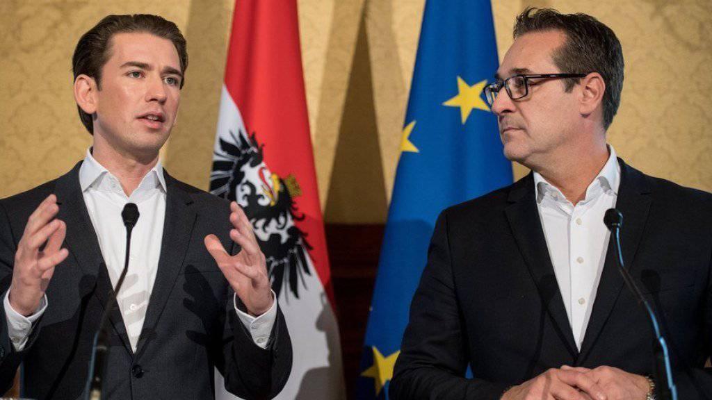 Sebastian Kurz (l.) und Heinz-Christian Strache am Mittwoch nach ersten Koalitionsgesprächen vor den Medien in Wien.