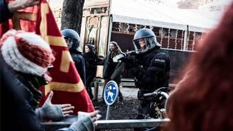 Die Polizei setzt bei Demonstrationen teilweise Gummischrot ein, wie hier gegen eine unbewilligte Demo im November.