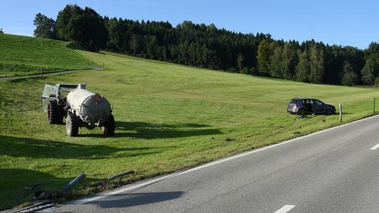 Nach der heftigen Kollision gerieten beide Fahrzeuge in die Wiese.