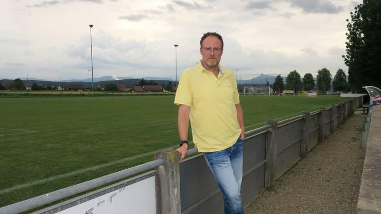 Chris Stecher, Präsident FC Muhen. Er wünscht sich für seinen Verein einen Kunstrasen.