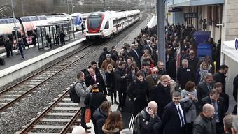 Die grenzüberschreitende Bahnstrecke zwischen Delle und Belfort wird am kommenden Sonntag nach 26 Jahren wiedereröffnet. Für die offizielle Einweihung fanden sich am Donnerstag zahlreiche Gäste im Bahnhof von Delle ein.