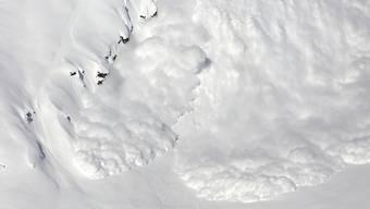 Am 7. Dezember 2011 verschüttete eine Lawine im Skigebiet Saas-Fee eine Skilehrerin und ihren sechsjährigen Skischüler. Der Knabe aus Spanien überlebte das Unglück nicht. (Symbolbild).