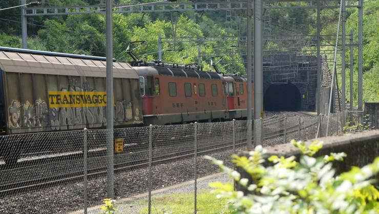 Auf der Strecke durch den Bözbergtunnel werden Schienen ausgewechselt,Fahrleitungen geprüft und Weichen gewartet. wal/Archiv az