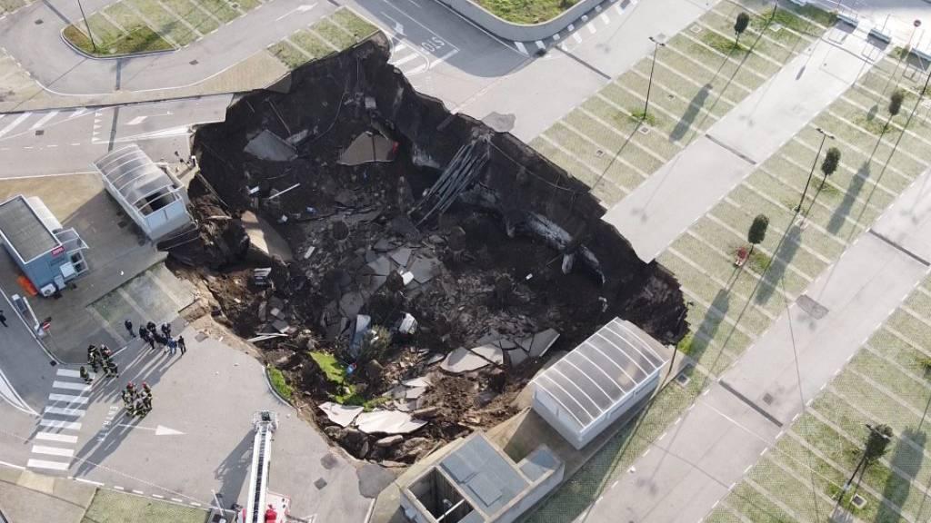 Krankenhaus-Parkplatz in Neapel eingestürzt - Ursache unklar