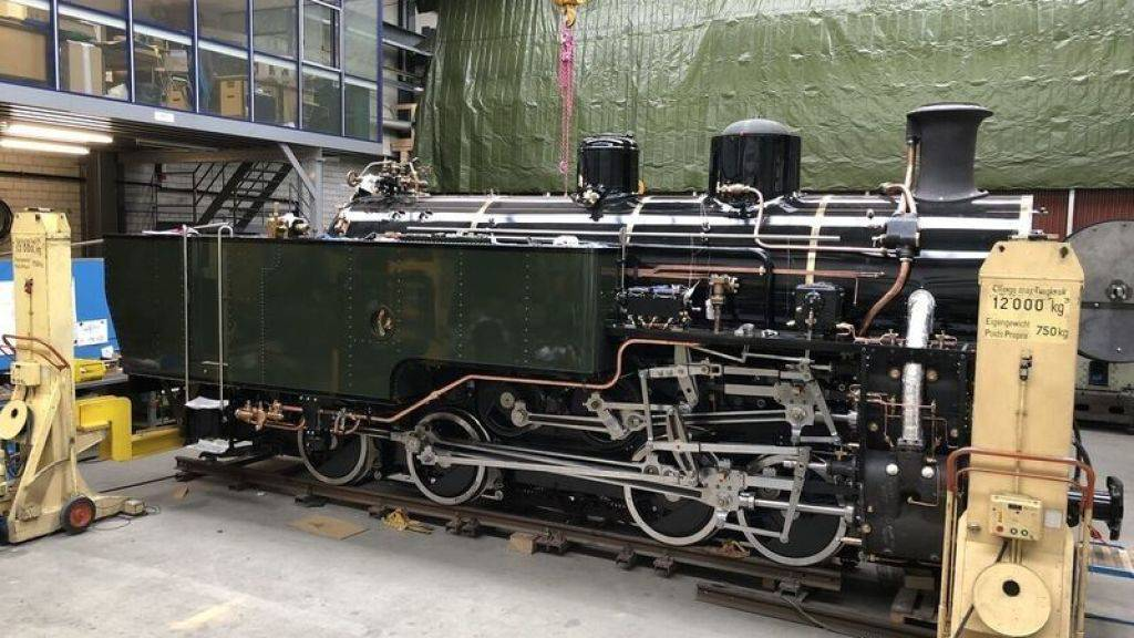 Zum Einsatz auf der Furka-Bergstrecke bereit: Die 95-jährige und frisch restaurierte Lok HG 4/4 704, die bis 1975 durchs vietnamische Hochland tuckerte, in der Werkstätte in Uzwil.