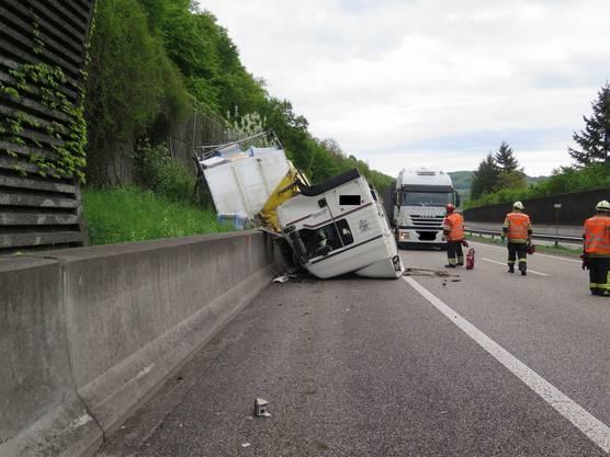 Er verunfallte auf der Autobahn A2 zwischen den Anschlüssen Sissach und Diegten.