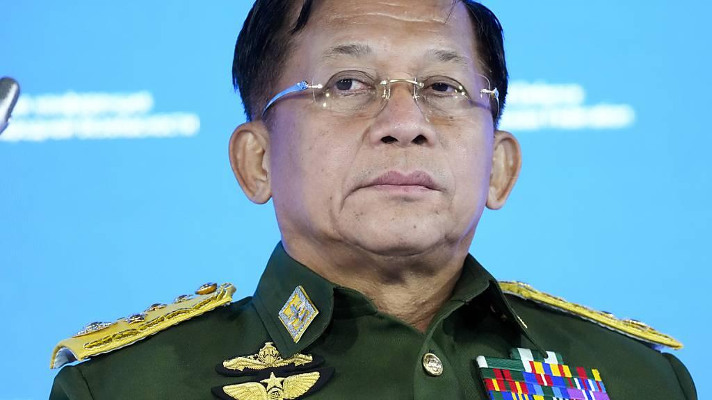 ARCHIV - Min Aung Hlaing, Oberbefehlshaber der Streitkräfte Myanmars Foto: Alexander Zemlianichenko/Pool AP/dpa