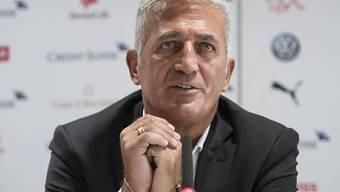 Gab zum ersten Mal seit dem WM-Aus gegen Schweden der gesammelten Presse wieder Auskunft: Nationalcoach Vladimir Petkovic