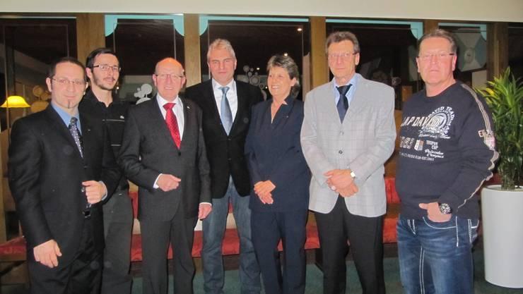 von Links nach rechts: Carlo Rüsics GdeRat und GdePräsi-Kandidat, Reto Hofer, Silvio Auderset, Albert Studer RegRat Kandidat, Christine Hofer, Roland Sieber und Daniel Brunner