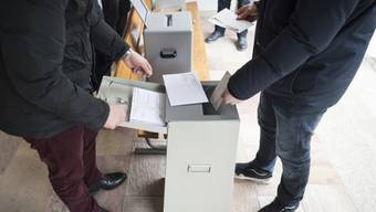 Im Kanton Neuenburg sollen Jugendliche auf ausdrücklichen Wunsch bereits ab 16 Jahren abstimmen können. Das verlangt eine kantonale Initiative. (Symbolbild)