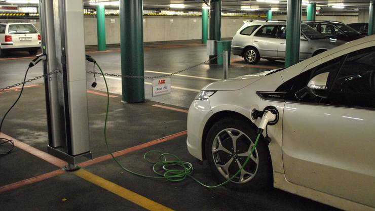 Elektroautos benötigen ein dichtes Netz an Ladestationen. (Symbolbild)