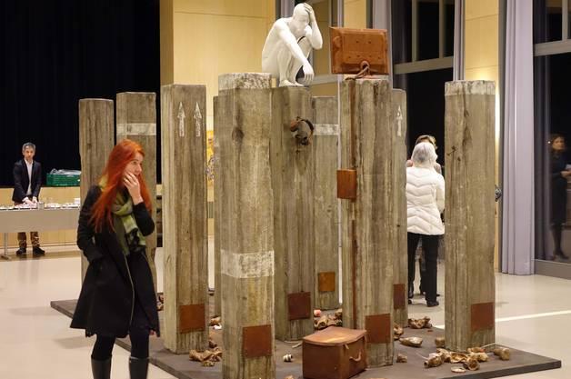 Zum Nachdenken über den Menschen heute regt die Installation von Gerd Paulicke an.