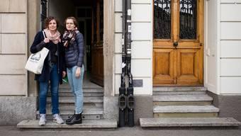 Die Organisatorinnen Anouk Gyssler und Maja Bagat auf der Schwelle zum Erfolg.