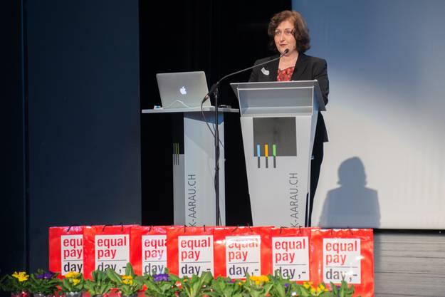 Christina Leimbacher Leiterin Fachstelle Familie und Gleichstellung Kanton Aargau begrüsst die Teilnehmerinnen