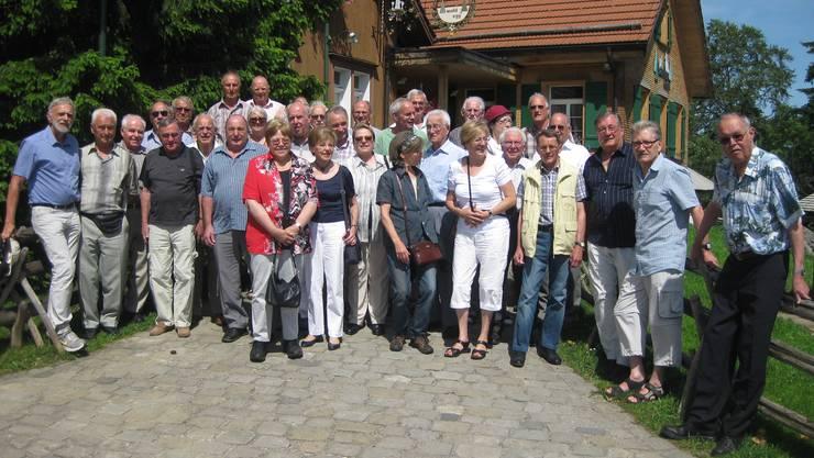 Reisegruppe der Pensionierten der Gemeinde Wettingen beim Erlebnisrestaurant Waldegg in Teufen