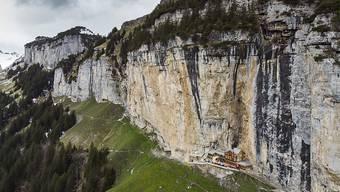 Eim 41-jähriger Berner war am Freitagnachmittag mit einer Wandergruppe unterwegs vom Gasthaus Äscher Richtung Chobel, als er in steilem Gelände zu Tode stürzte. (Archivbild)