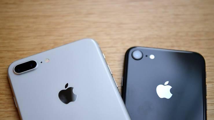 Der Apple-Konzern ist in Frankreich aufgrund der Leistungsdrosselung bei iPhones in den Fokus der Justiz geraten. (Symbolbild)