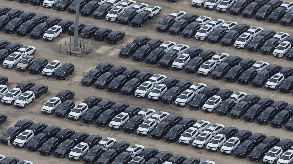 Halbleiterkrise macht Fiat-Peugeot-Konzern schwer zu schaffen