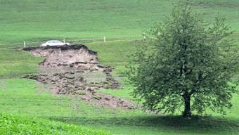 In Richtung Barmelweid in Erlinsbach rutschte ein Hang ab