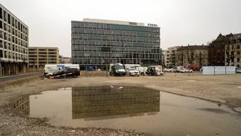 Der achtgeschossige Bau wurde von Steinmann & Schmid Architekten entworfen.