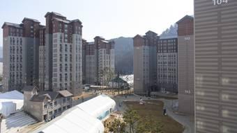 Das Olympische Dorf in PyeongChang bietet den Sportlern sowohl Unterkunft als auch einige wenige Unterhaltungsmöglichkeiten.