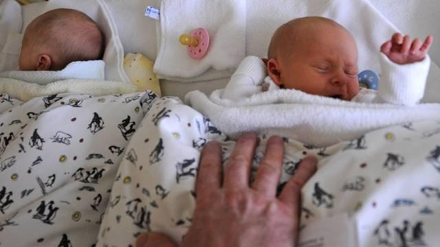 Im Jahr 2012 kamen in Geroldswil 54 Kinder zur Welt. (Archiv)