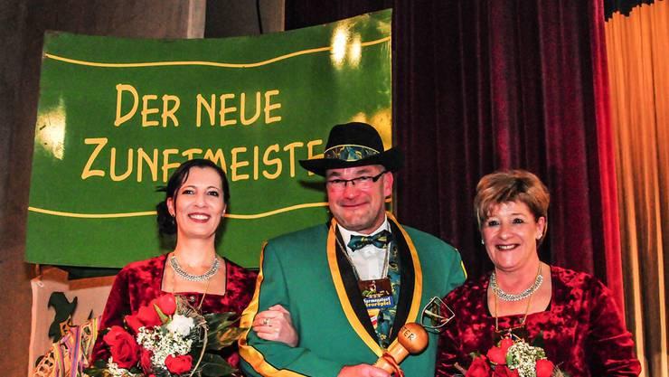 Der neue Zunftmeister Pavel Karpf mit seinen beiden Ehrendamen Alexandra Betschard (links) und Irene Lipp.