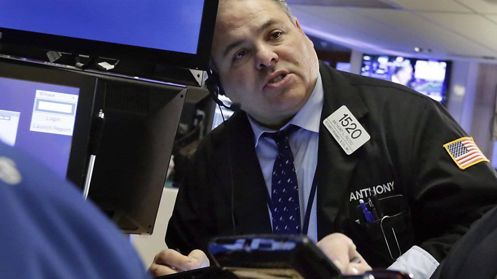 Auch wenn die Boni in diesem Jahr erneut zurückgehen, müssen wohl die wenigsten Wall-Street-Banker darben. (Archivbild)