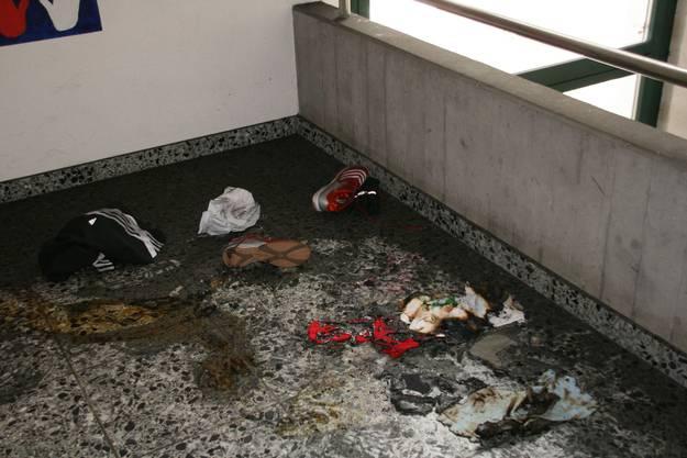 Vandalen setzen Schulhaus in Sins in Brand