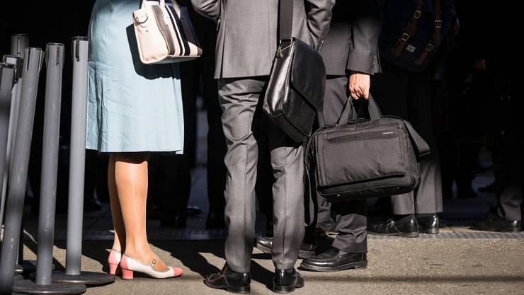 Die Erwerbsquote von Frauen ist niedriger als die von Männern. Dafür arbeiten sie mehr in Teilzeitstellen. (Symbolbild)