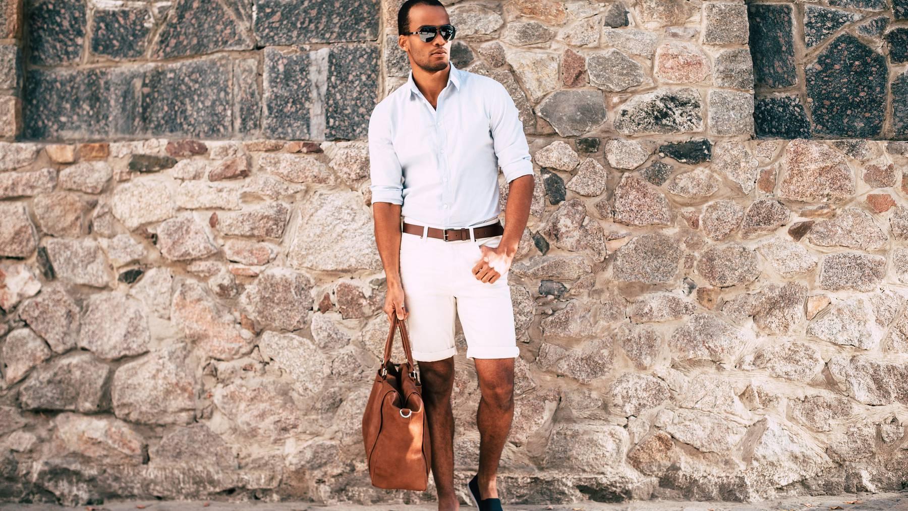 So trägt man kurze Hosen: Nicht zu kurz, nicht zu lang und mit den richtigen Socken und Schuhen. (Symbolbild)