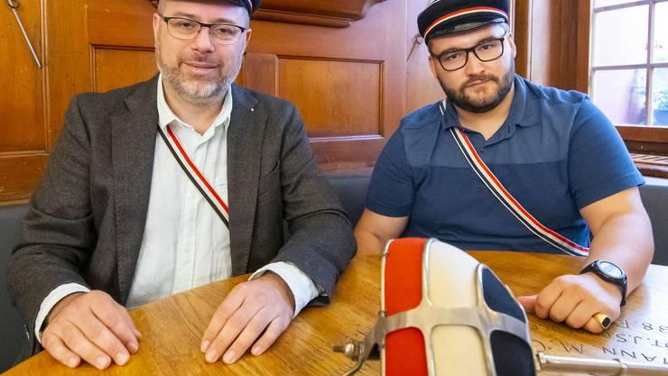 Die Alemannia ist eine schlagende Verbindung: Altherrenpräsident Urs Bienz und Ferienpräsident der Aktivitas Sebastian Perrig im Stammlokal.