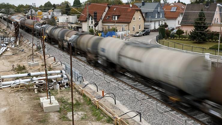 Vor genau einem Jahr hat eine Tunnelbaustelle bei Rastatt in Deutschland den Bahngüterverkehr fast vollständig lahmgelegt. Die Bahnen haben nun die Lehren daraus gezogen und unter anderem ein Handbuch für ein internationales Störungsmanagement ausgearbeitet. (Archivbild)