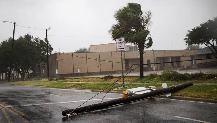 """Zuvor war """"Harvey"""" auf die zweithöchste Kategorie der Hurrikan-Skala hochgestuft worden."""