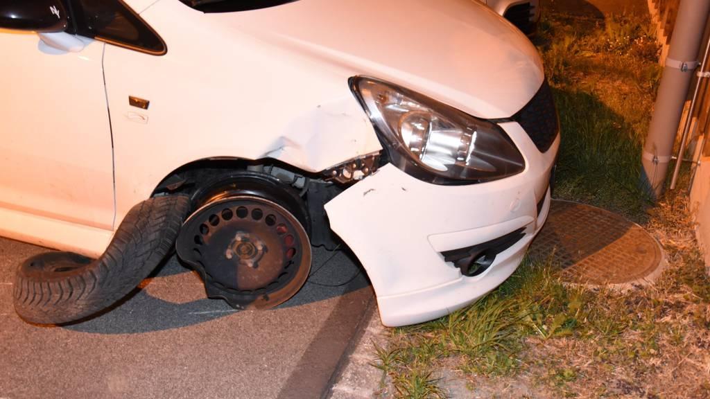 So stellte der Mann sein Auto auf einem Parkplatz ab.