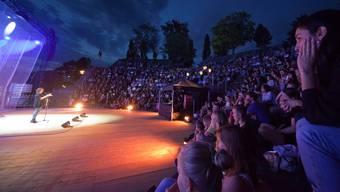 Fürs Team Helvetica auf Siegeskurs: Slam Poetin Patti Basler in der Arena von Augusta Raurica.