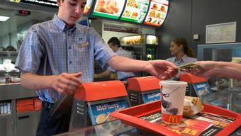 Mitnehmen oder vor Ort essen: Hier gibts zwei unterschiedliche Steuersätze.Gaetan Bally/Keystone