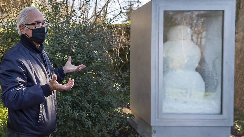 Ein freundlicher Kunst-Schneemann im Park der Fondation Beyeler