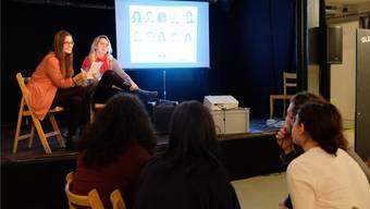Wie viele Mitglieder hat der Kantonsrat? Wann wurde die erste Frau in den Kantonsrat gewählt? Nadine Burtscher (Gemeinderätin EVP) und Katharina Kiwic (SP, für die CVP in der Schulpflege) stellten beim politischen Pub-Quiz die Fragen.