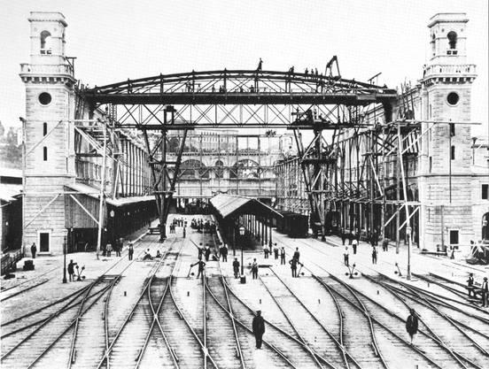 Der Hauptbahnhof Zürich im Bau um 1870.