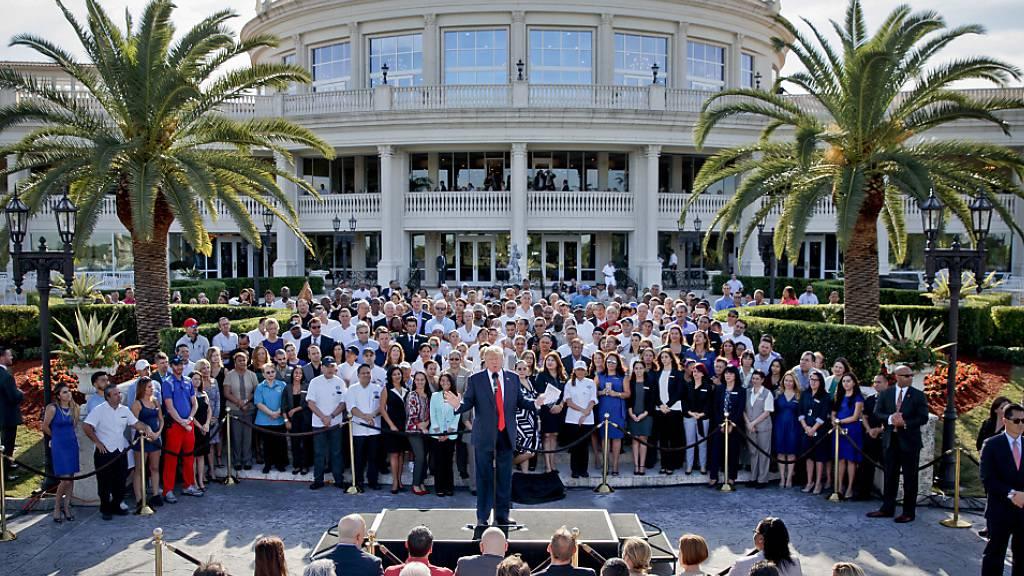 Donald Trump im Jahr 2016 - damals noch als Präsidentschaftskandidat - bei einer Rede vor seinem Golfclub «Trump National Doral» in Miami im US-Bundesstaat Florida. (Archivbild)
