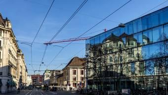 Der Bahnhofsplatz wird sich künftig wohl deutlich weiter in Richtung Markthalle erstrecken.