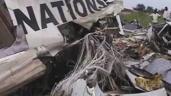 Ein Ausschnitt aus einem Video zeigt das Wrack des abgestürzten UNO-Flugzeugs